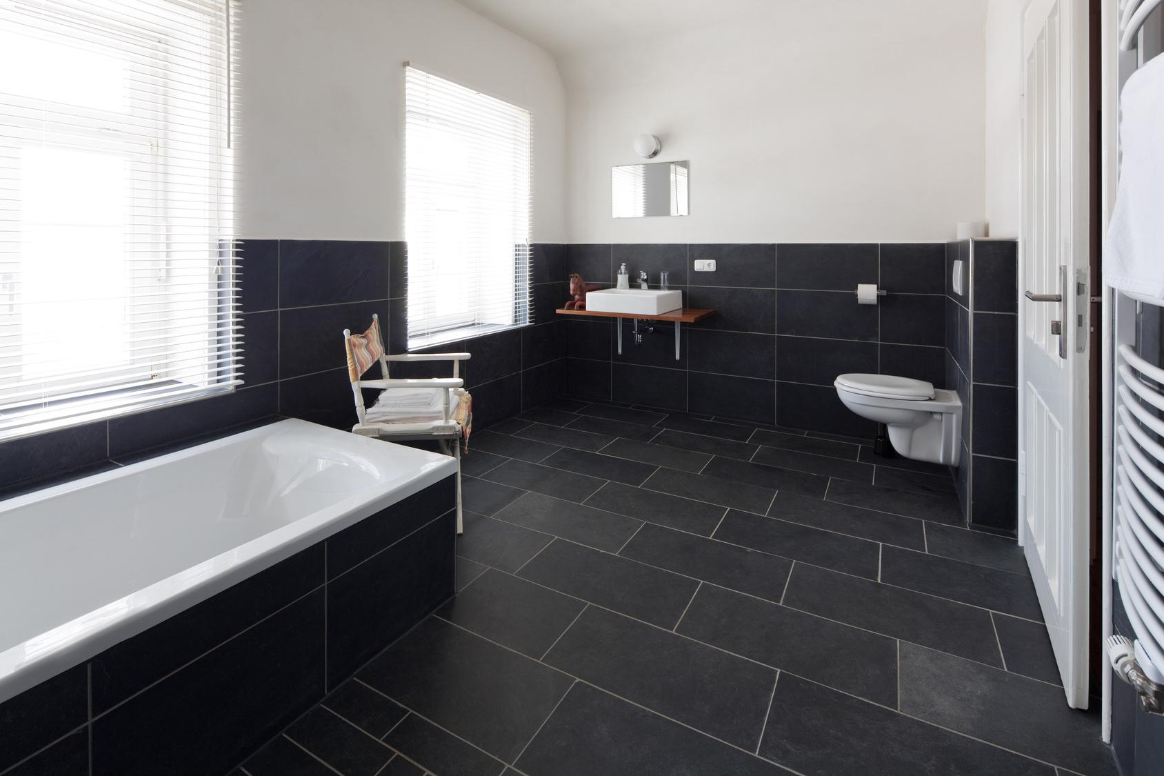 le carrelage en ardoise caract ristiques prix entretien les infos. Black Bedroom Furniture Sets. Home Design Ideas
