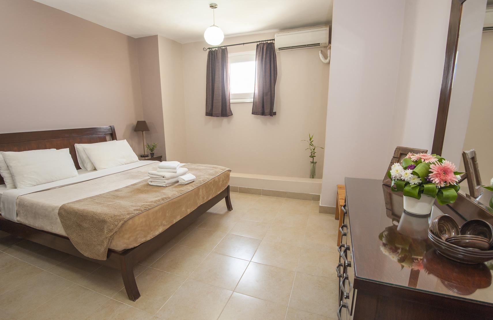 le carrelage pour une chambre les conseils pour le meilleur r sultat. Black Bedroom Furniture Sets. Home Design Ideas