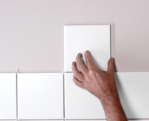 Carrelage mural sur du placoplâtre : comment l'enlever ?